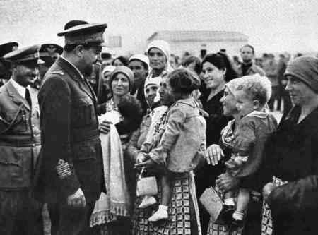 Young Libyan Jewish women welcoming British Army soldiers and Jewish soldiers from Eretz Israel