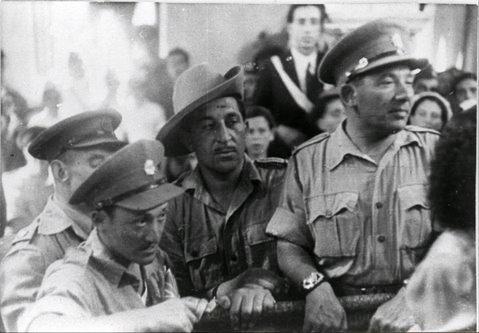 Soldats juifs sous le mandat de Palestine dans la Grande Synagogue de Hara (le quartier juif) à Tripoli