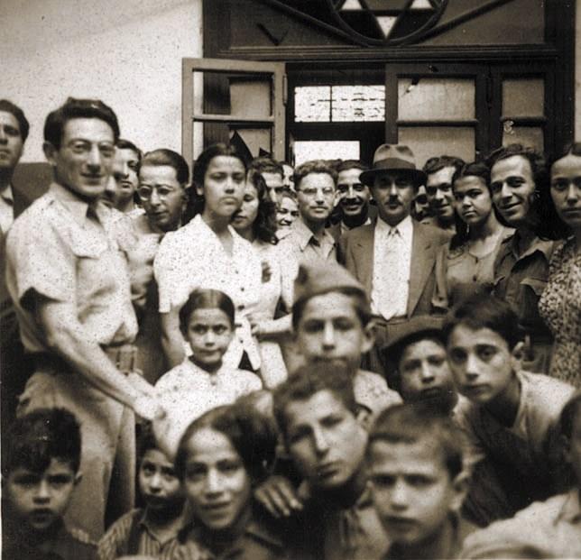 ביקור של משה שרת בבית הספר העברי בבנגאזי, לוב 1944