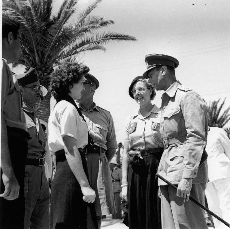 George VI de Grande-Bretagne visite Tripoli après la libération des Alliés