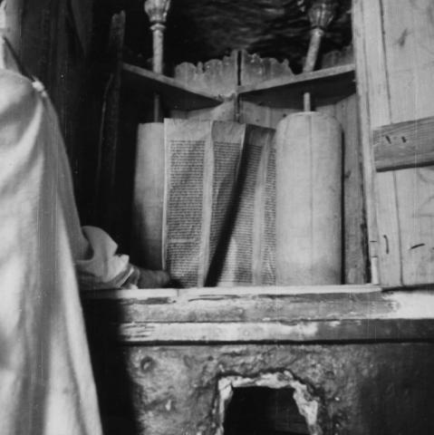 "<a href=""/en/2898"">Holy Ark (ארון קודש - Aron Kodesh) and Torah scroll of the Gharian Synagogue, Libya, 1947</a>"