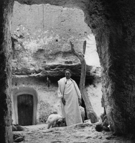 """<a href=""""/en/2897"""">A tenant with sheep in the yard of the house, Gharian, Libya, 1947.</a>"""