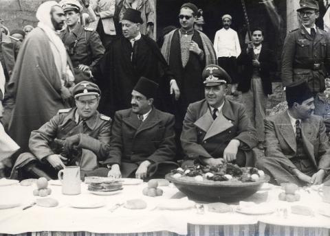 """<a href=""""/he/2954"""">קבלת פנים לרודולף ראהן ולוולטר ראוף בשוק בתוניס</a>"""